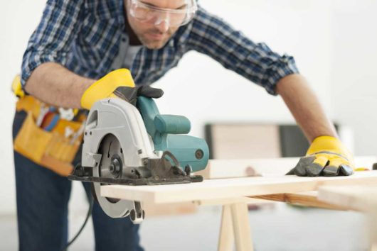 Best Cordless Circular Saw Reviews 2020 [Top Picks & Buyer's Guide]
