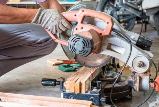 Best 7 1/4 Sliding Miter Saw Reviews and Buying Guide