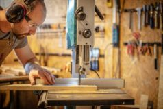 Best Aftermarket Bandsaw Fence – Find Out Which One Can Hug Your Bandsaw